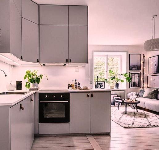 Стальная кухня в стиле модерн