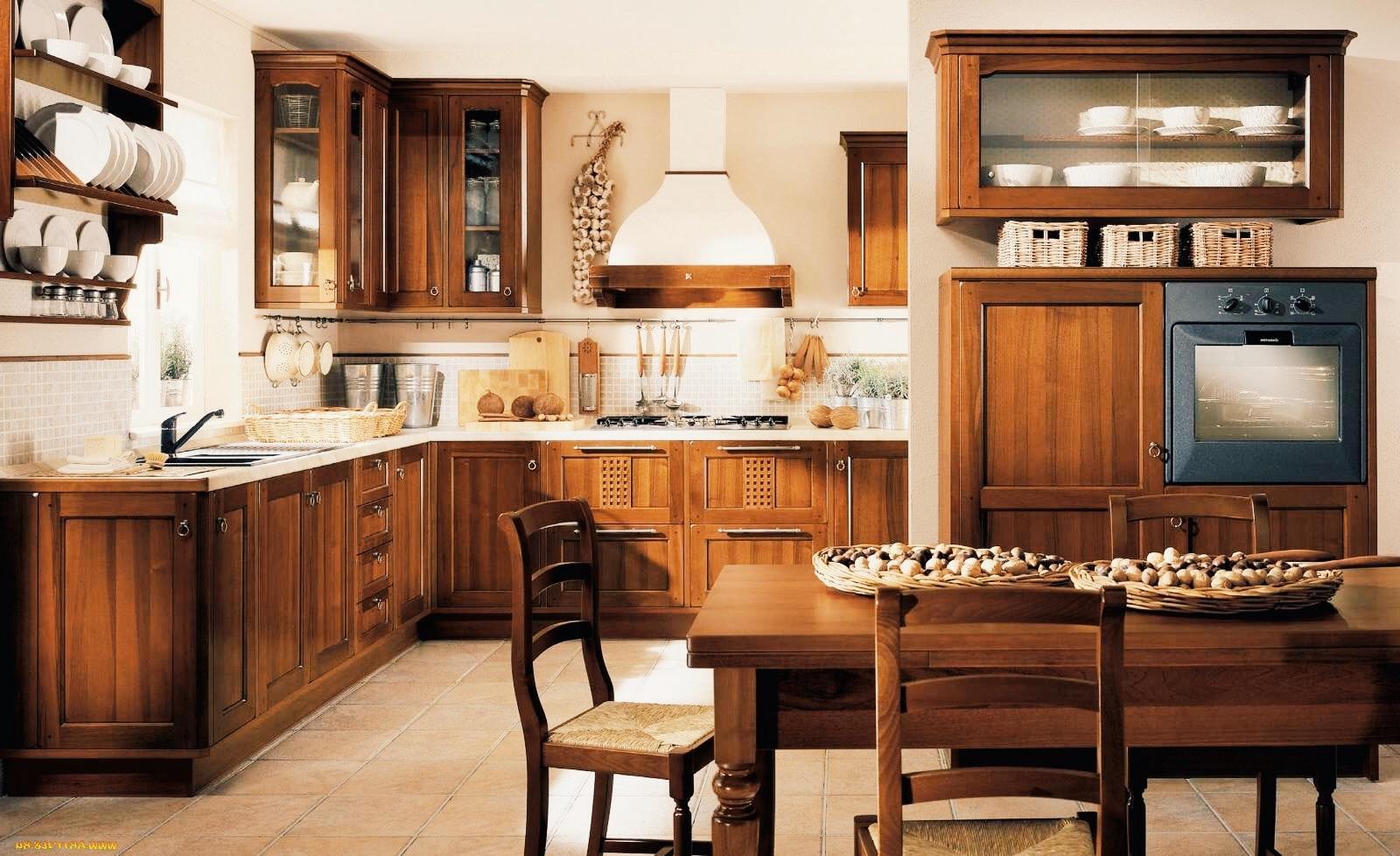 Шикарная кухня в класическом стиле