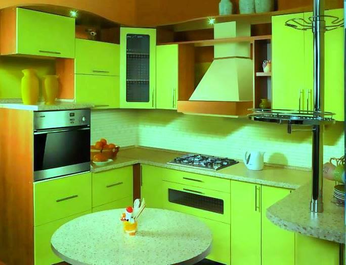 Ярко зеленая кухня из ДСП